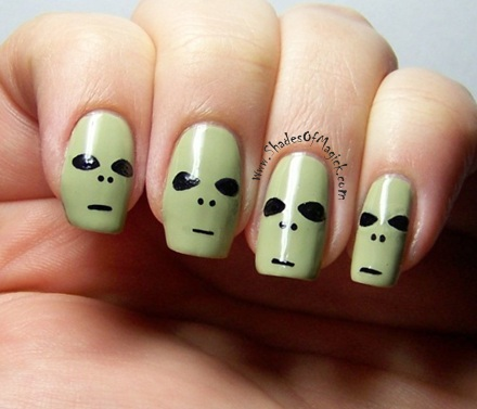 31 Days Of Halloween Day 12 Alien Nail Art Shades Of Magick